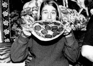 Kurt_Cobain-eating_pizza-500x355